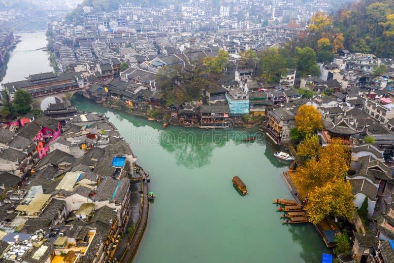 Verbazende oude stadsmening van Fenghuang-stad in China stock afbeeldingen