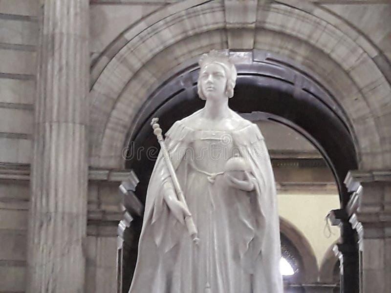 Verbazende oude Witte marmeren Beeldhouwwerkgestalte stock afbeelding