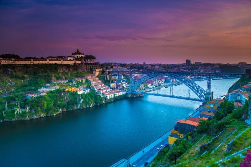 Verbazende Porto zonsondergang Portugal stock foto's