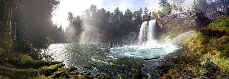 Download Verbazende Regenboogdalingen Stock Foto - Afbeelding bestaande uit dalingen, oregon: 54090028