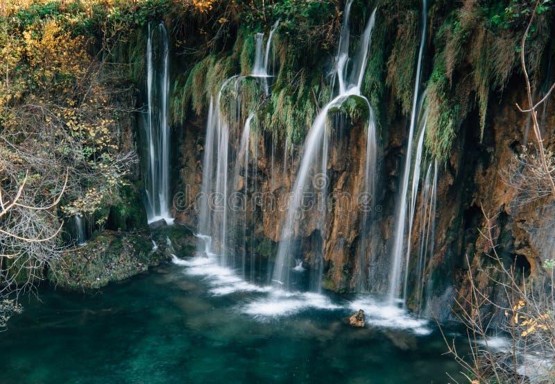 Verbazende Watervallen in Kroatisch Plitvice-Meren Nationaal Park royalty-vrije stock afbeelding