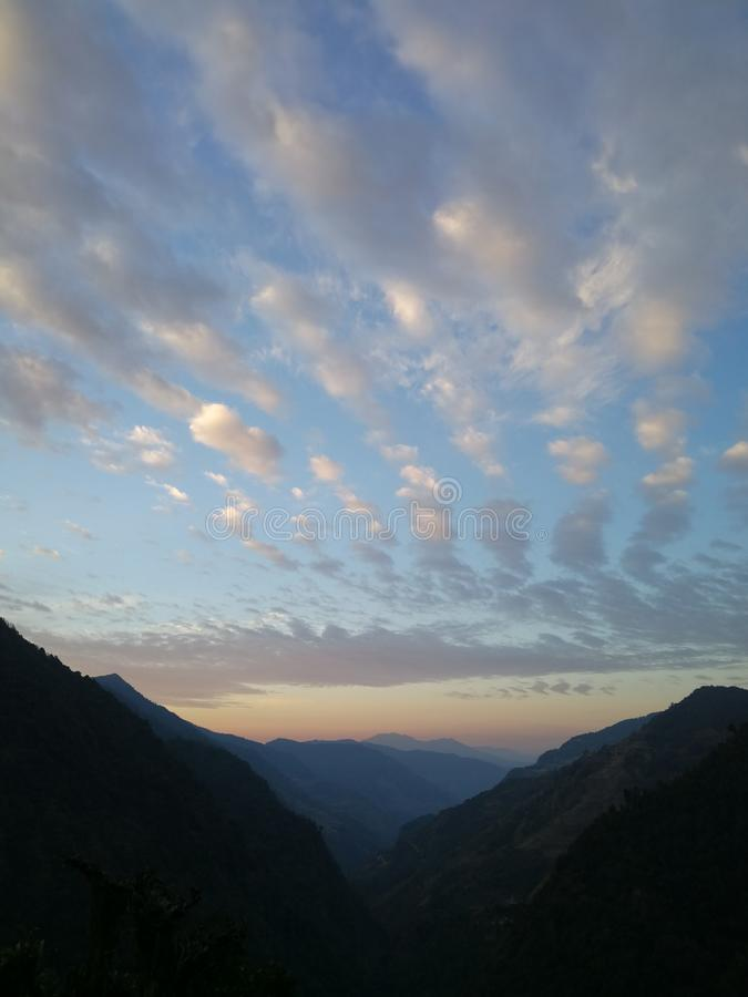 Verbazende wolk in de trekking van Nepal royalty-vrije stock foto