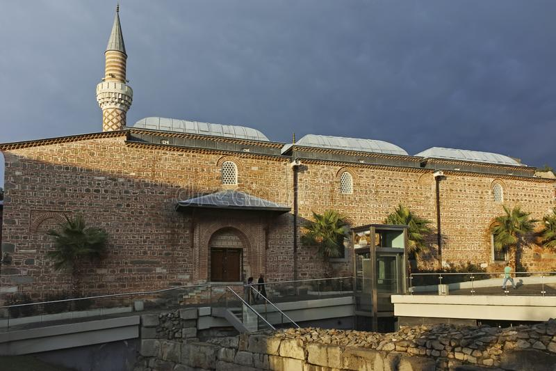Verbazende Zonsondergang bij Dzhumaya-Moskee in stad van Plovdiv stock afbeeldingen