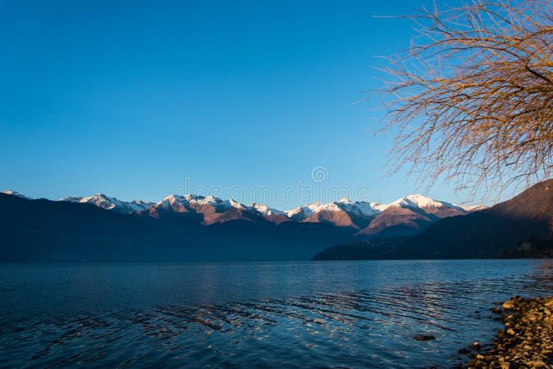 Verbazende zonsondergang in Dorio, Como-Meer - Italië royalty-vrije stock foto's