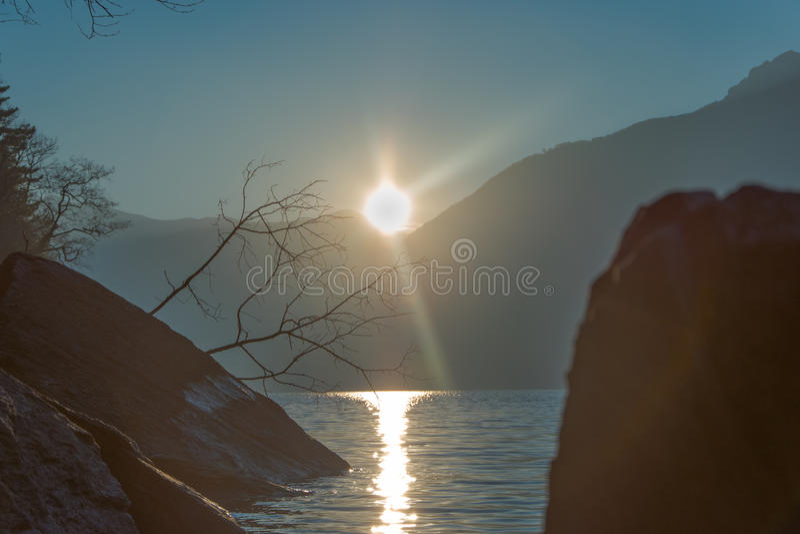 Verbazende zonsondergang in Dorio, Como-Meer - Italië stock afbeeldingen