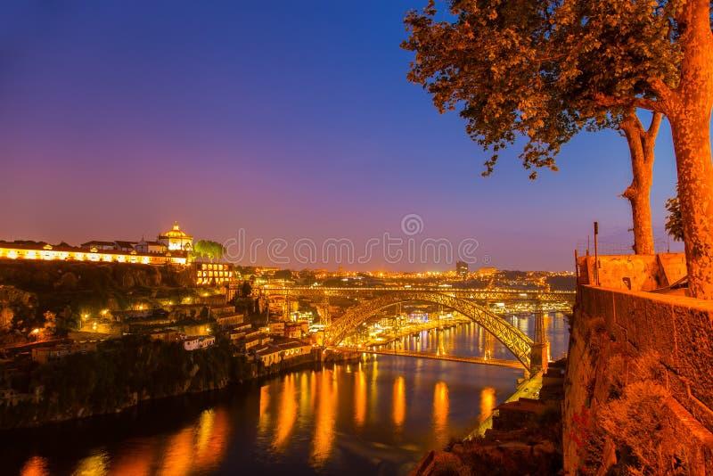 Verbazende zonsondergang in oude stad Porto Portugal stock afbeeldingen