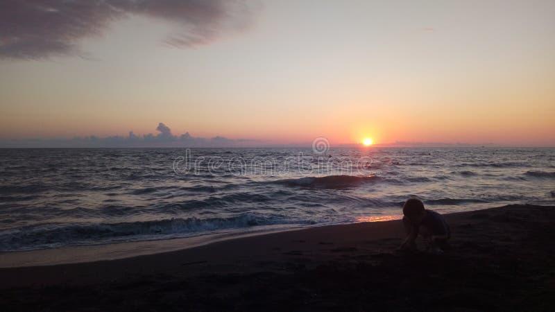 Verbazende zonsondergang over het overzees royalty-vrije stock afbeelding