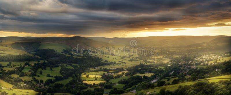 Verbazende zonsondergang, Piekdistricts Nationaal Park, Derbyshire, Engeland, het Verenigd Koninkrijk, Europa stock foto's