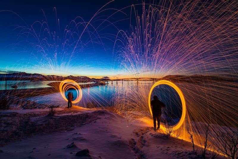 Verbazende zonsondergangmening van Sommaroy Noordelijk Noorwegen stock afbeelding
