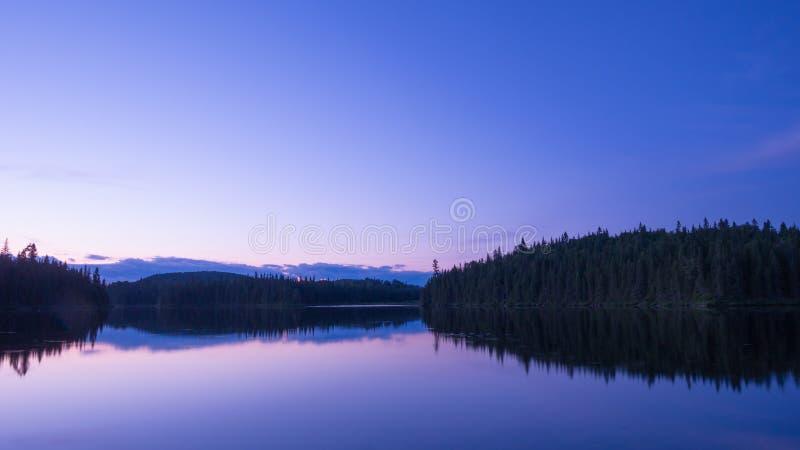 Verbazende zonsondergangscène in de wildernis van Portneuf, Quebec, Canada stock afbeeldingen