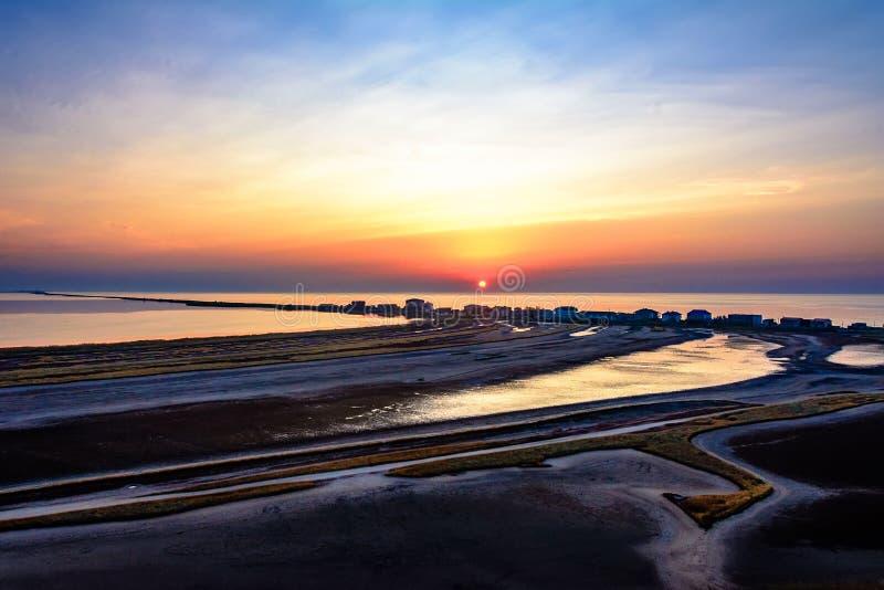 Verbazende zonsopgang in de comfortabele Oekraïense toevlucht van Kurortne stock foto