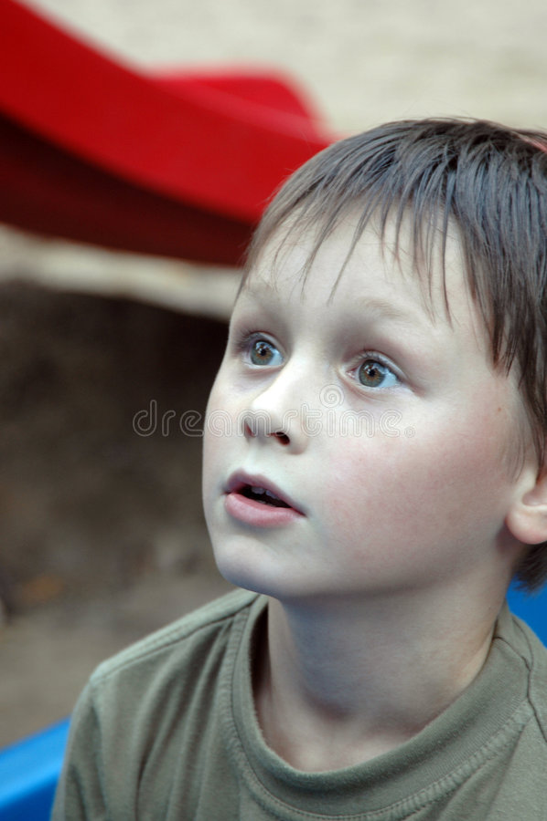 Verbazing. Jonge jongen. stock fotografie