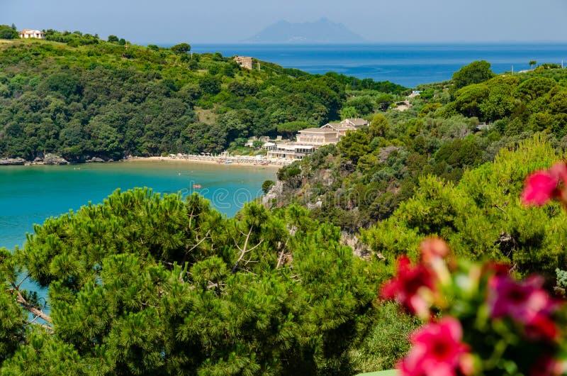 Verbazingwekkend beeld van verborgen toevlucht in een golf van Gaeta in Italië stock foto's