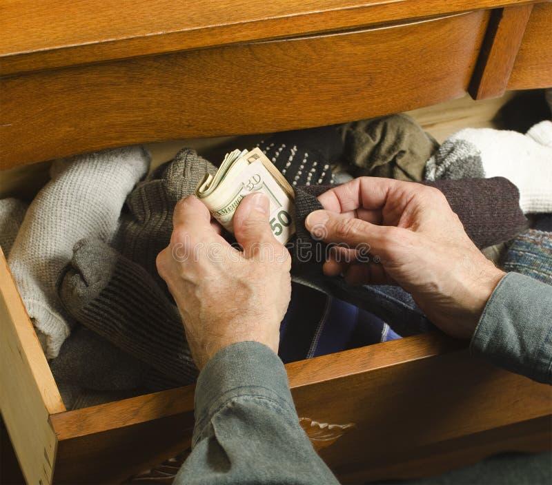 Verbergend Contant Geld In Sok Stock Afbeelding