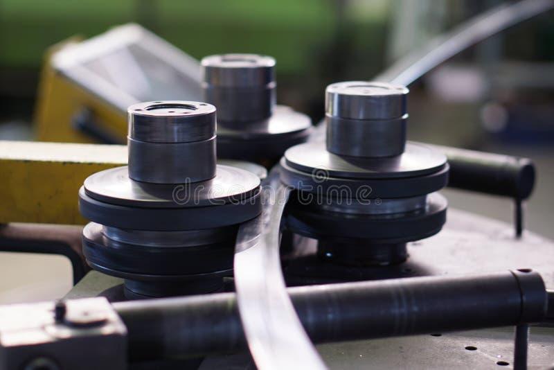 Verbiegende Kurvenmaschine lizenzfreie stockbilder