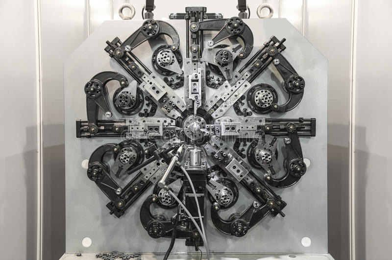 Verbiegende Maschine des automatischen Drahtes, hohe Präzision CNC, der CEN maschinell bearbeitet lizenzfreie stockbilder