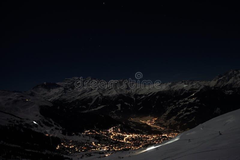 Verbier im Mondschein im Winter stockfotografie