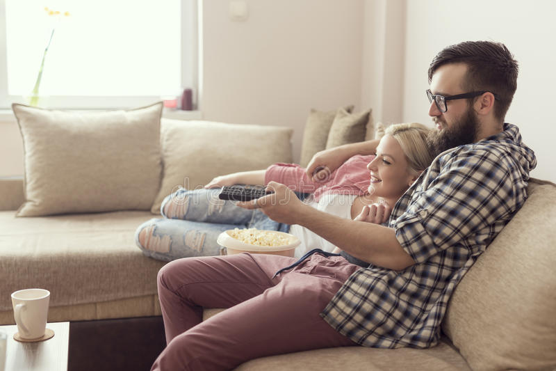 Verbinden Sie das Überwachen eines Films lizenzfreies stockfoto