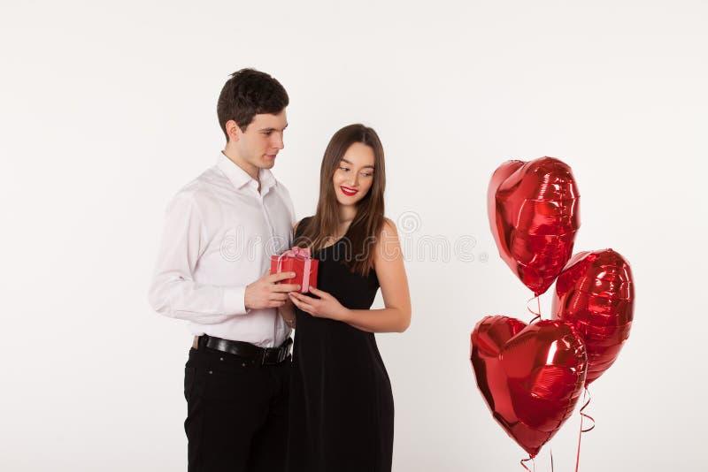 Verbinden Sie mit Ballonen in Valentine Day stockbild