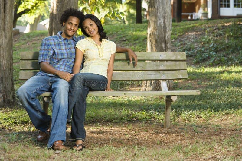 Verbinden Sie zusammen sitzen. stockbild