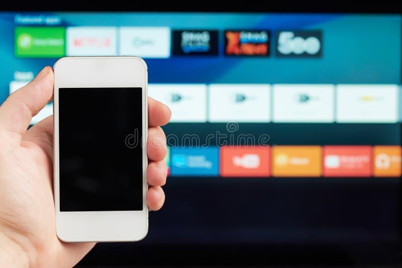 Verbinding van telefoon en slimme TV royalty-vrije stock foto