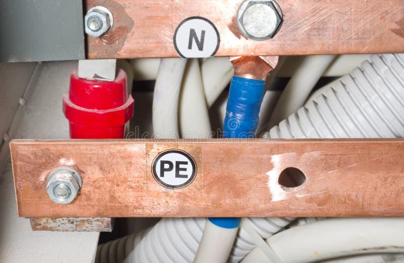 Verbindung von elektrischen Stromkreisen Schützende Erde lizenzfreie stockfotografie