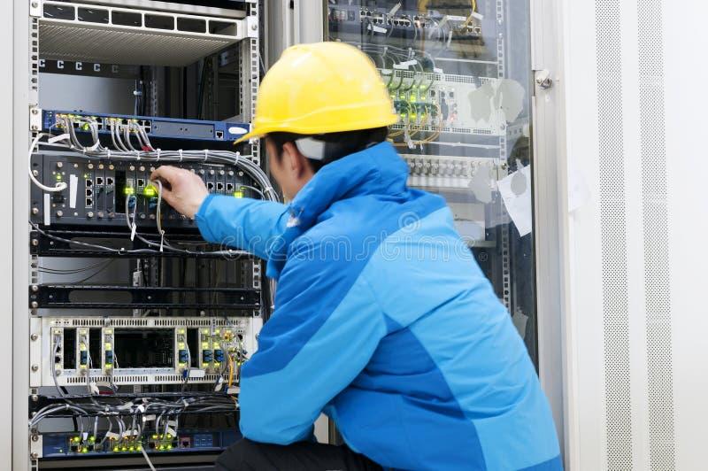 Verbindungsnetzkabel zu den Schaltern stockfoto