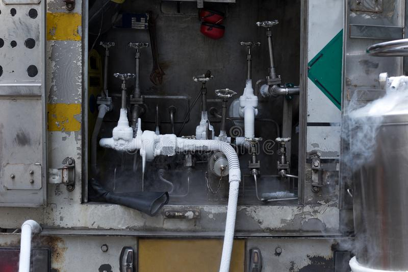 Verbindungsventil und Rohrleitungen des Gassystems für Stickstoff CY stockbild