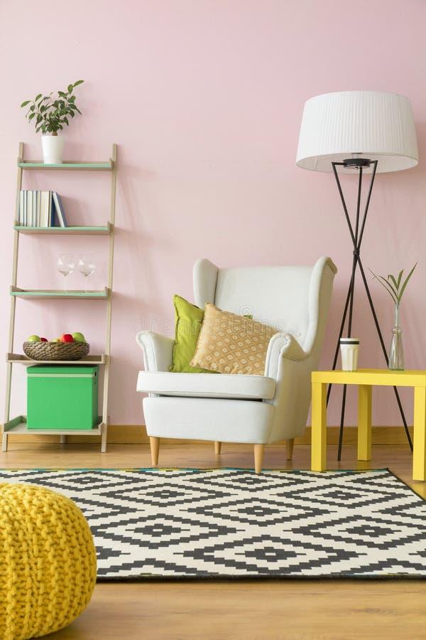 Verbleek - roze binnenlandse inspiratie stock foto's