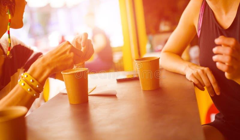 Verblijf in de koffie stock foto
