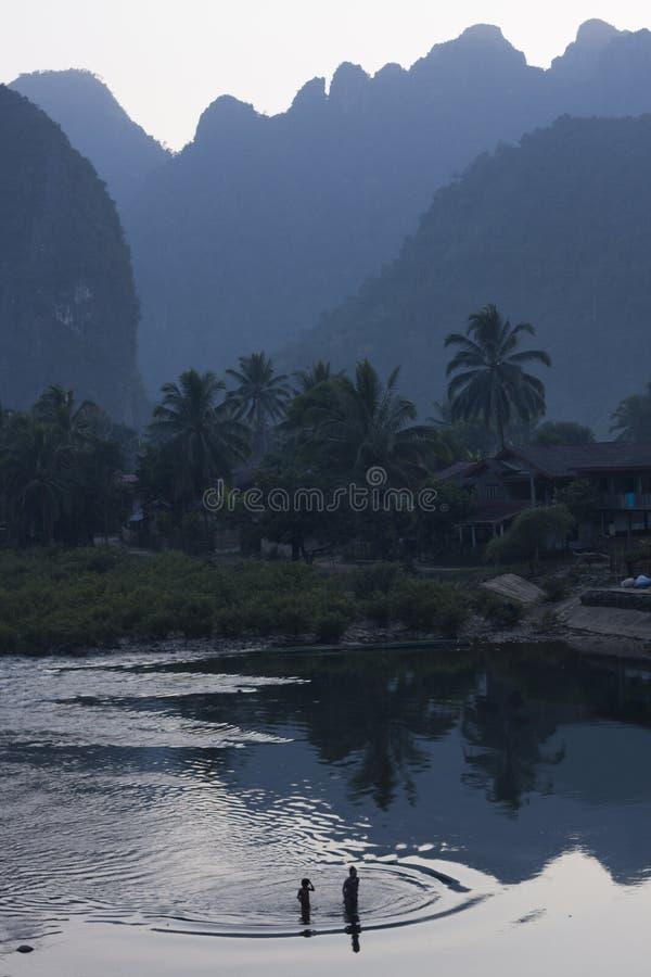 Verbod Phatang, Nam Song River en bos, Lao People Democratic Republic royalty-vrije stock afbeeldingen