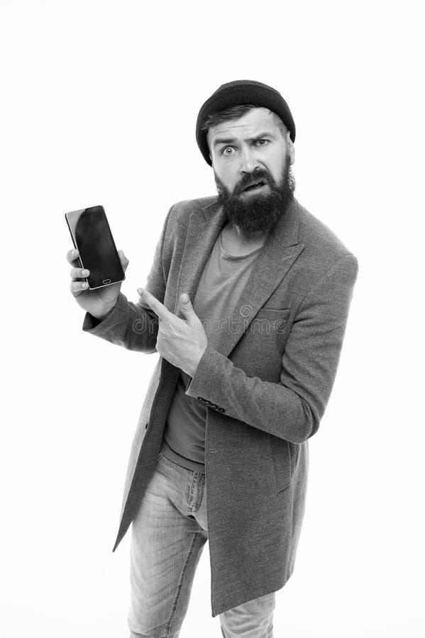 Verbolgen gebruiker Brutale de mens intimideert het ge?soleerde wit van de verschijningsgreep smartphone Gebaarde brutale kerel d stock foto's