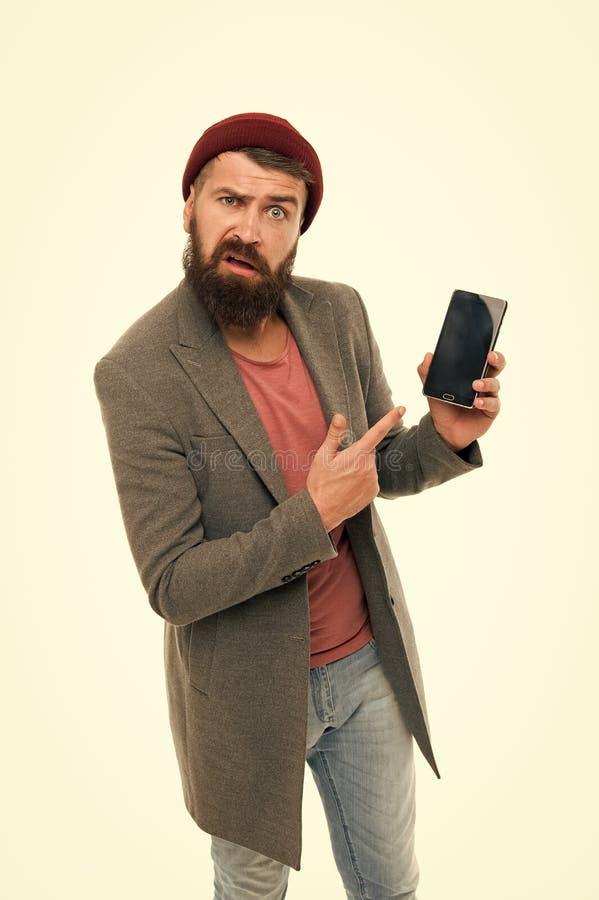 Verbolgen gebruiker Brutale de mens intimideert het ge?soleerde wit van de verschijningsgreep smartphone Gebaarde brutale kerel d royalty-vrije stock afbeeldingen