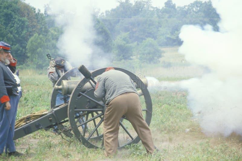 Verbonden deelnemersmilitairen tijdens Slag die van Manassas-vurenkanon, het begin van Burgeroorlog, Virginia merken royalty-vrije stock foto
