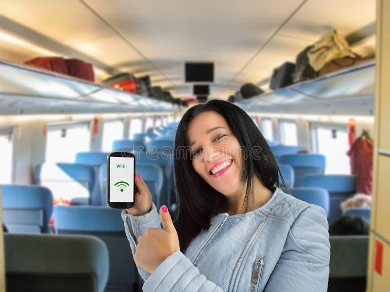 Verbonden met wifi op de trein royalty-vrije stock fotografie