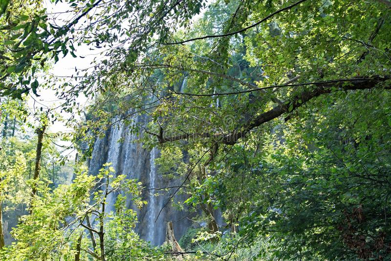 Verborgen waterval, bij Plitvice-Meren Nationaal Park, Kroatië royalty-vrije stock foto's