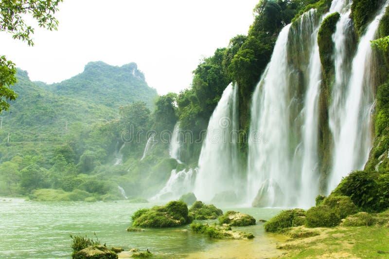 Verbot Gioc Wasserfall in Vietnam lizenzfreie stockbilder