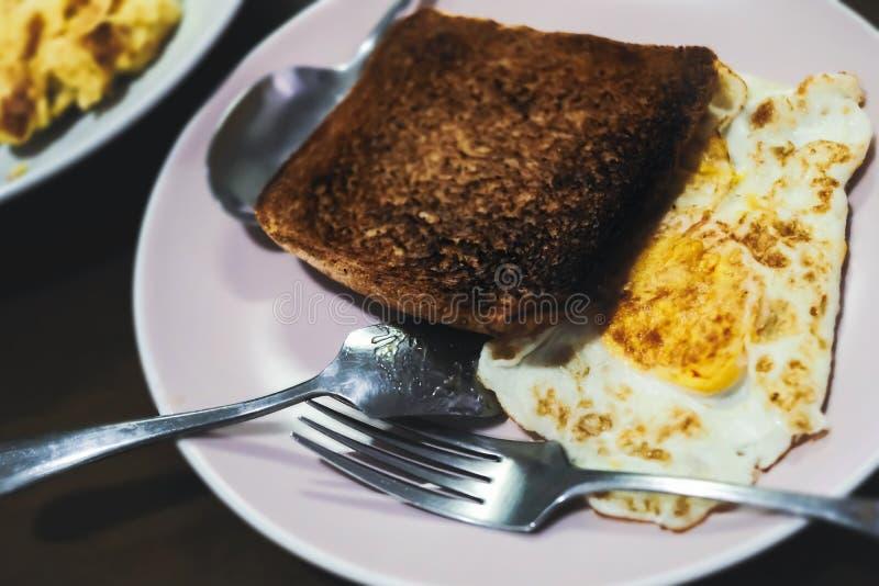 Verbranding met gebakken ei royalty-vrije stock fotografie