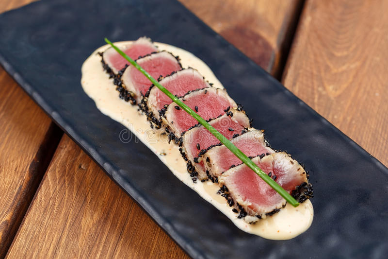 Verbrannter Ahi Tuna Steaks lizenzfreie stockfotos