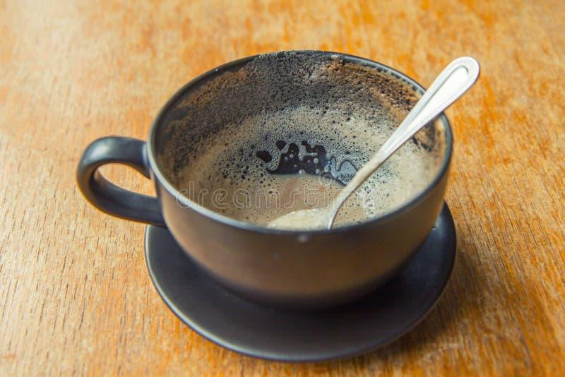 Verbraucht vom heißen Kaffee lizenzfreie stockfotografie