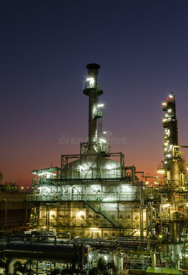 Verbrennungsofenabgas im petrochemischen Werk lizenzfreie stockfotos