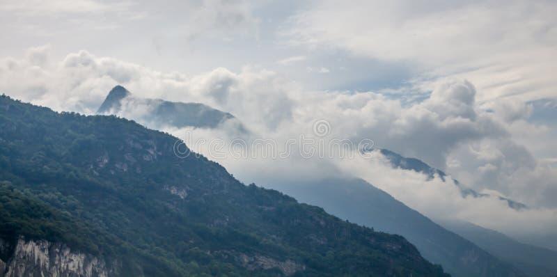 Vercors de regionala naturliga parkerar, ett skyddat område av forested berg i den RhÃ'ne-Alpes regionen av sydöstliga Frankrike arkivfoto