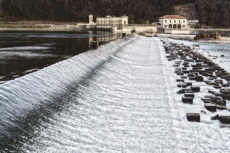 Verdammung auf dem Fluss Tessin, Italien lizenzfreie stockbilder