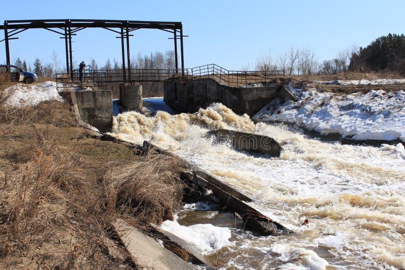 verdammung Barga River Zelenogorsk, Krasnojarsk-Gebiet lizenzfreies stockfoto