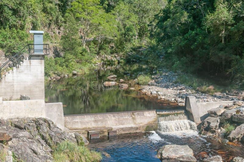 Verdammung an der alten Brücke über dem Bloukrans-Fluss lizenzfreies stockbild