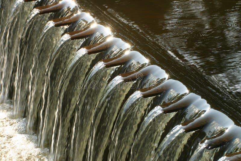 Verdammung im kleinen Fluss stockfotos