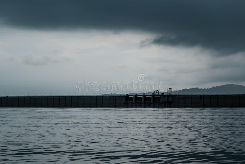 Verdammung im stürmischen Wetter stockfotografie