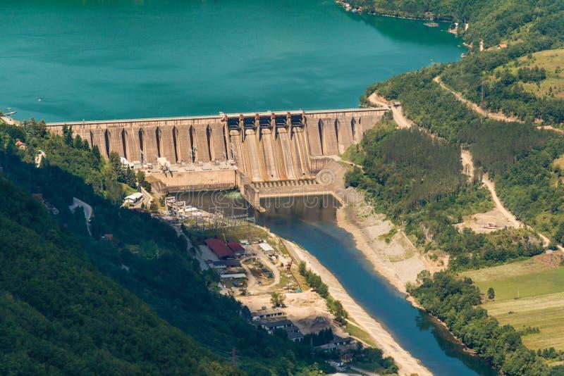 Verdammung Perucac auf einem Drina-Fluss hydroelektrisch lizenzfreie stockfotografie