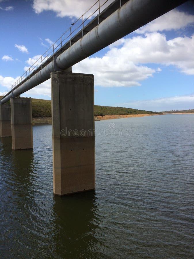 Verdammungs-Flusswasser-Entspannung stockfoto
