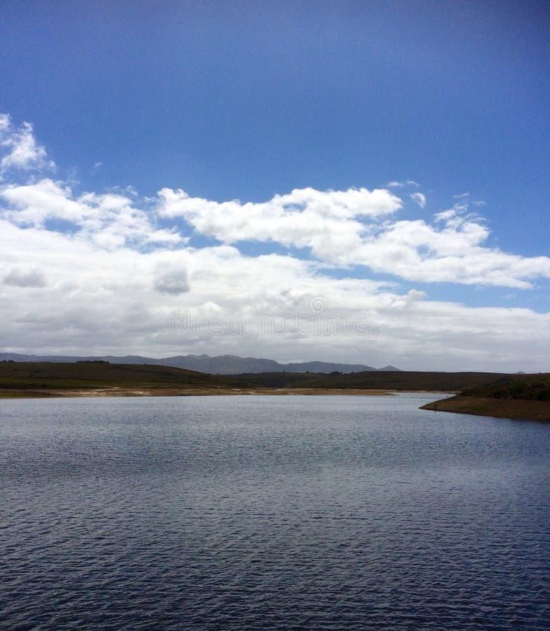 Verdammungs-Wasser-Entspannungs-Fluss Canoo stockfoto